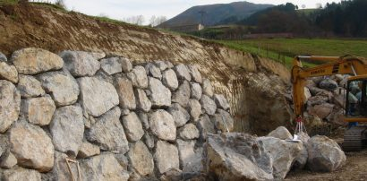 4 Reasons Why Your Retaining Wall is Cracked or Leaning